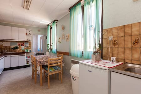 Accommodation (116m²) with garden - Talo