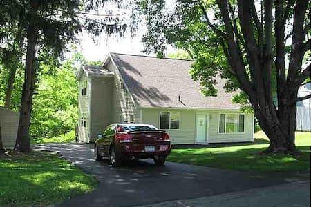 Upscale Pine Hills Cape Cod - 3 Bedrooms |6 Guests - Hele etasjen