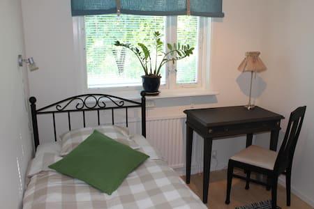 Tant Grön BnB - Ester, singel room - Bed & Breakfast
