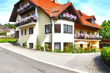 Gästehaus am Sonnenhang - Blumen FeWo