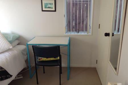 Spacious room for one. - Tauranga - House