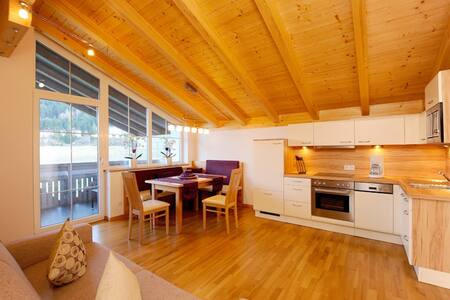 Apartment at a Tyrolean Farm for 3-6 guests | 85m² - Oberperfuss - Lakás