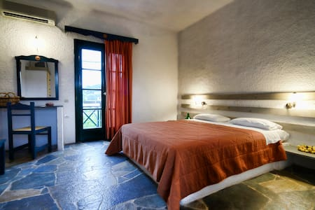 Traditional, romantic and awarded B&B - Vagia