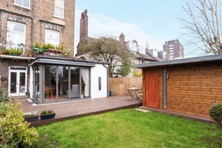 Upmarket family friendly 3 bedroom garden flat - Appartement