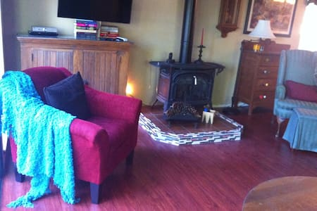 Cozy cabin near great wineries - Grizzly Flats - Stuga