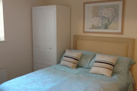 Cozy double room in Bath with kitchen and parking - Apartment