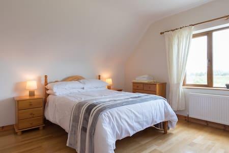 Spacious family room,  sleeps 4. - Galway - Haus