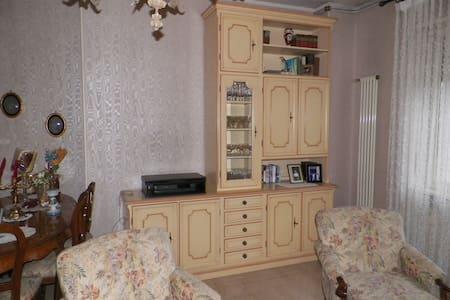 Appartamento in zona residenziale con villette - Huoneisto