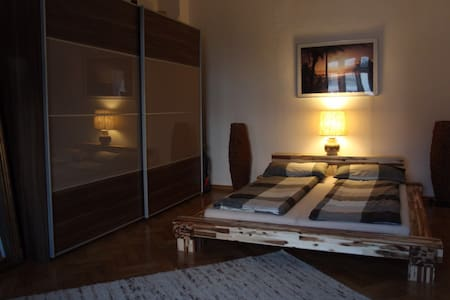 1 Grosses Doppeltzimmer(1 extra) ,Berg am Laim - Monaco - Bed & Breakfast