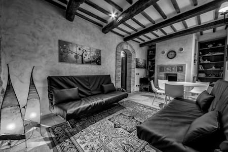 Beautiful home Assisi centre - Assisi - House