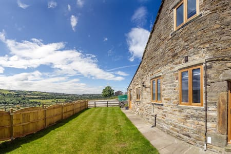 Lovely converted barn New Mills Peak District - 一軒家