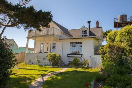 Modernized Historic Home w/ Breathtaking Oceanview - Haus