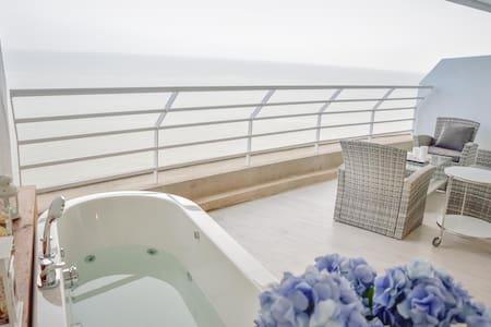Cozy beachfront condo with jacuzzi on balcony - Tambon Cha-am