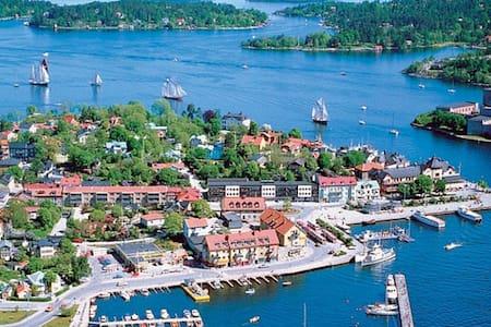 Radhus i Vaxholm med utomhusjacuzzi - Vaxholm - Byhus