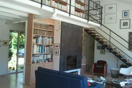 Maison moderne à la campagne - Dům
