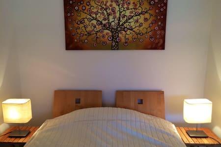 wiesbaden-wohnen-aufzeit 2  - Wiesbaden - Apartment
