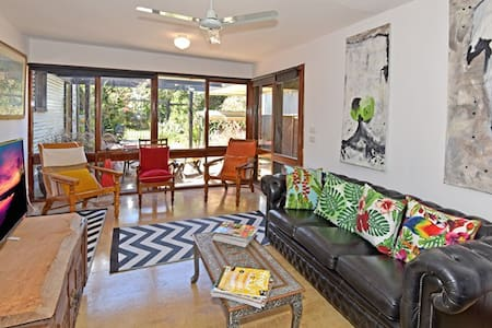 Charming Holiday House - Indented Head