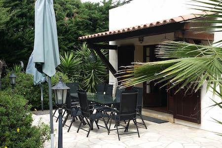 Large Villa near Cannesand  beaches - La Roquette-sur-Siagne - House