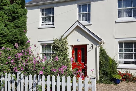 Mersea Island Victorian cottage - Light 'n' airy. - West Mersea - Casa