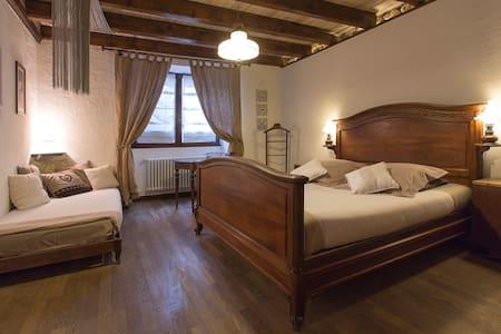 """Chambre avec salle de bain privée """"Nid Romantique"""" - Péron - Bed & Breakfast"""