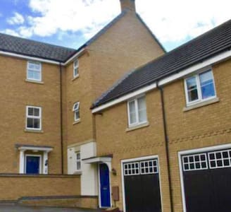 Quality 2 bed coach house apartment with parking - Scraptoft