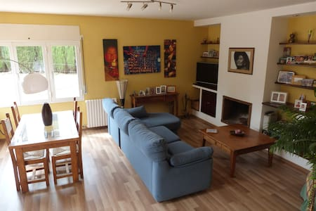 Quart, a 4 km de Girona. - Quart - Bed & Breakfast