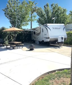 Cute 27 ft RV with Free Golf - Chowchilla - Camper/RV