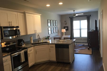 Iowa River Landing Apartment - Appartement