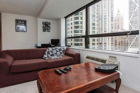 Apt 2 blocks from Navy Pier with pool deck (couch) - Chicago - Apartment