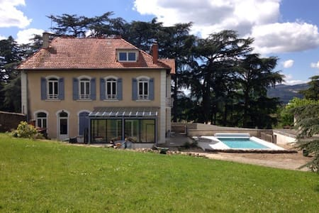 Chambre dans propriété avec piscine - Chateauneuf - Huis