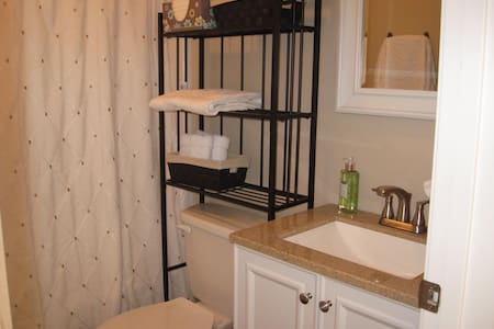 Clean, bright, and comfy home . - Carrollton - Bed & Breakfast
