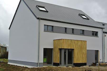 Maison moderne écologique, passive - Casa nella roccia