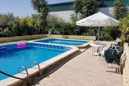 Chalet con piscina - Dolores - Bungalow