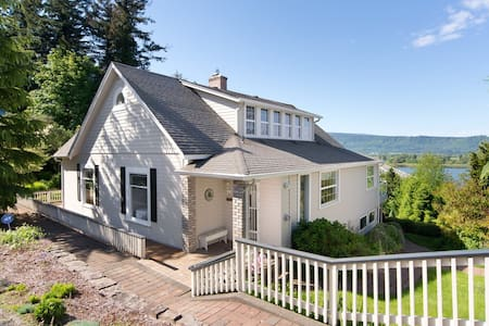 Little Swiss Army House / off season rates - Cathlamet - House
