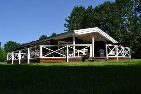 Hyggeligt sommerhus tæt på Tisvildeleje - Vejby - Cabin