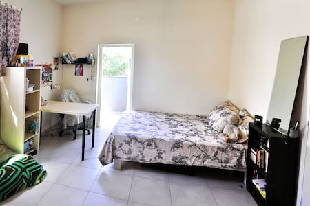 Nice and cheap room in central Tel Aviv - Pis