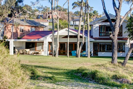 OnShore Beach House, Coffs Harbour. - Talo