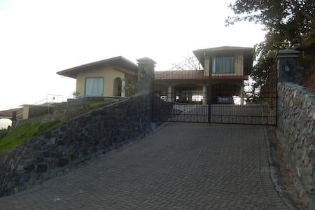Cozy apartment in paradise! - San Mateo - Lägenhet