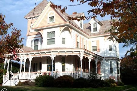 Home Away from Home Victorian - Chestertown - Departamento