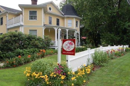 Lily House Bed and Breakfast - Bed & Breakfast