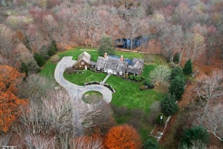 20 Acre Estate - 1 Hour from NYC - Ház