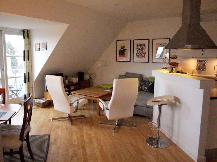 Hyggelig lys taglejlighed med altan   flats for rent in Åbyhøj