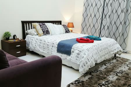 Cozy Bed, Breakfast & Doha's BEST Hosts ;) - Al Waab - Villa