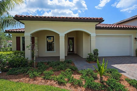 BEAUTIFUL 4/3 BDS FAMILY HOUSE IN NAPLES - Naples - Rumah