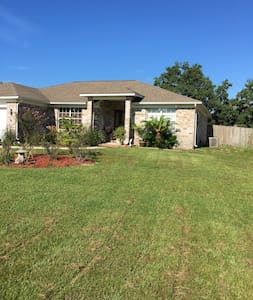 Peace and Quite Near all Beaches - Gulf Breeze - House
