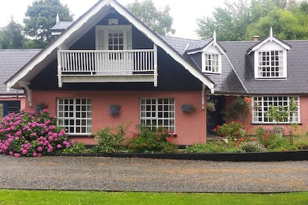 Glendruid, 2 bedrooms available - Annamoe - Bed & Breakfast