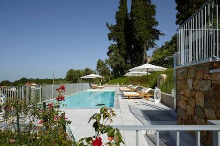 Relais & Winery Montepepe. Superior Suite Foyer - Montignoso