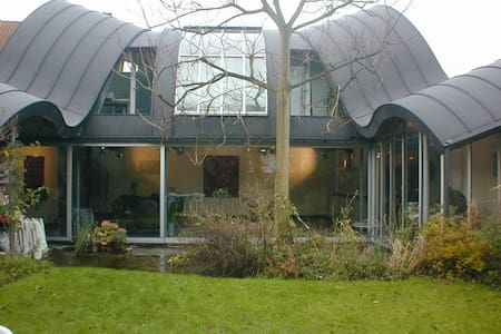 center,niceroom in futuristic house - Brugge - Bed & Breakfast