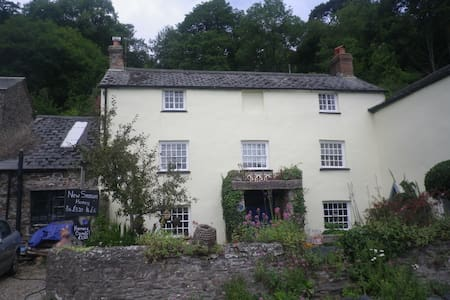 Four Rooms & Breakfast in listed cottage - Bed & Breakfast