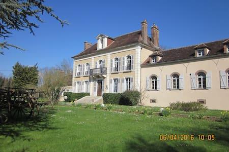 Chambre d'hôtes entre Chablis et Auxerre (rose) - Venoy - Bed & Breakfast